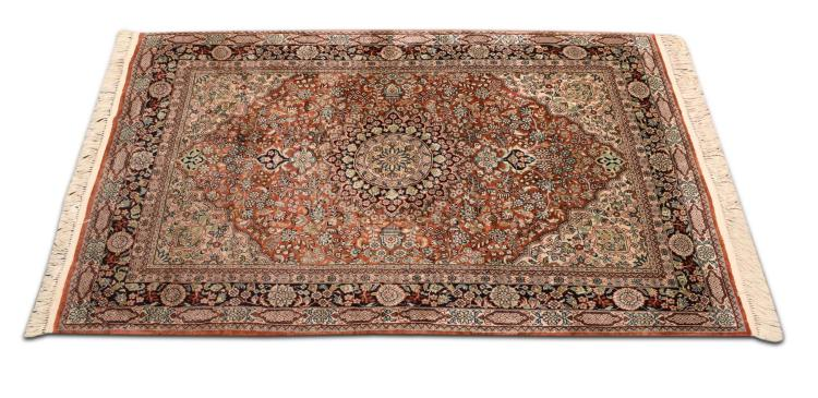 HAND WOVEN PERSIAN DESIGN AREA RUG.