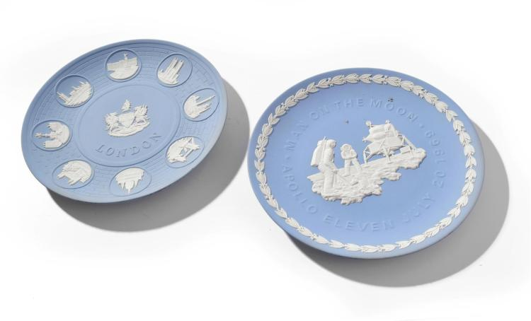 TWO WEDGWOOD HISTORIC PLATES.