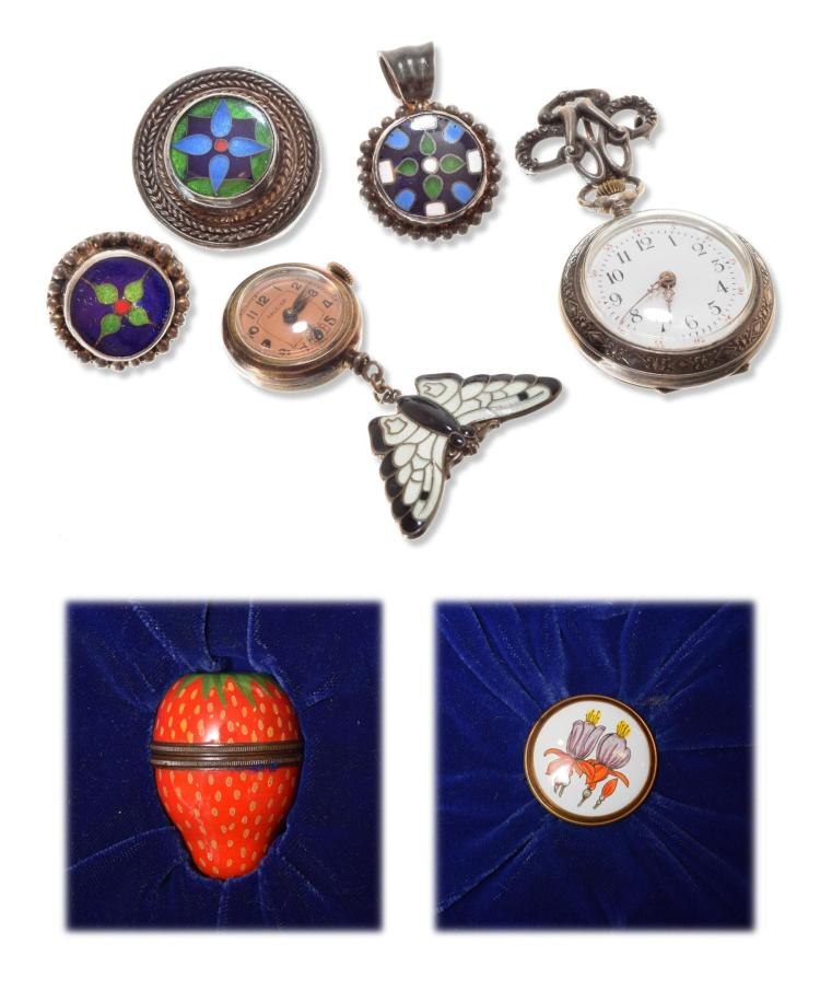 ASSORTMENT OF ENAMELED JEWELRY.
