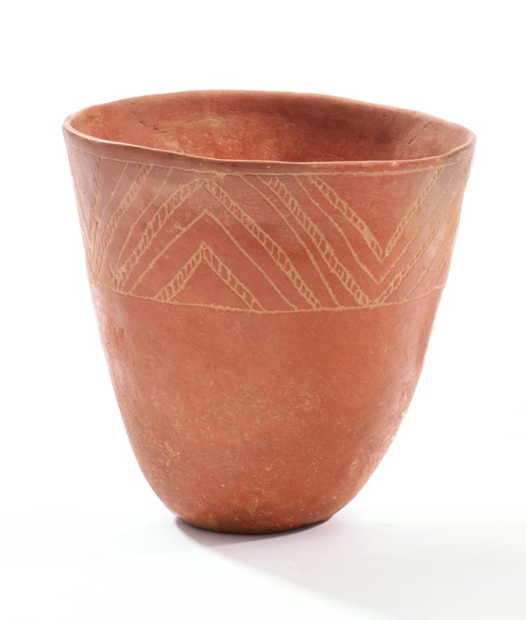 PREHISTORIC NATIVE AMERICAN AVERY POTTERY VASE.