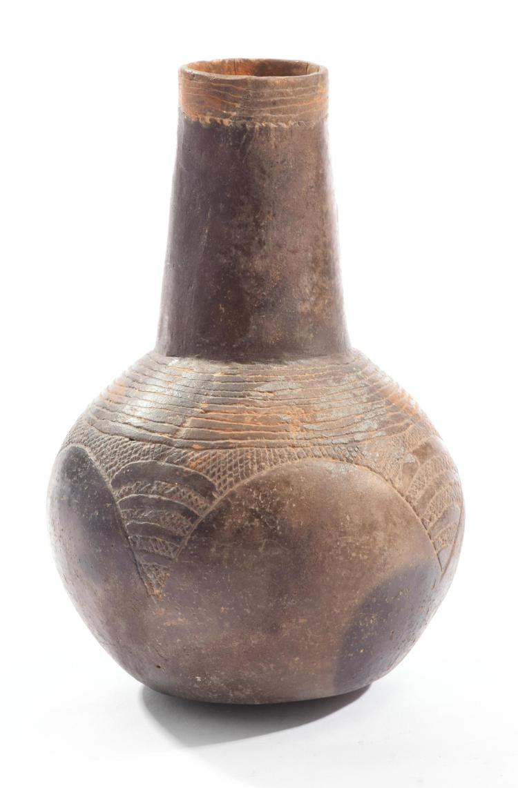 PREHISTORIC NATIVE AMERICAN POTTERY BOTTLE.