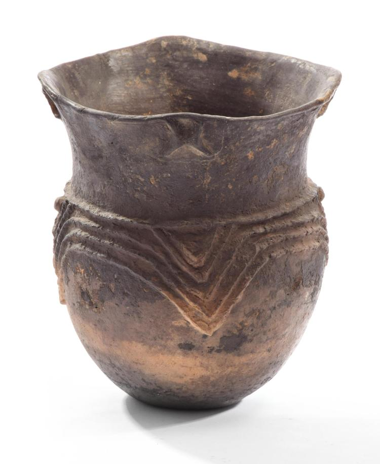 PREHISTORIC NATIVE AMERICAN POTTERY JAR.