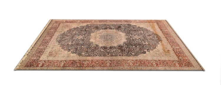 HAND WOVEN PERSIAN DESIGN ROOM RUG.