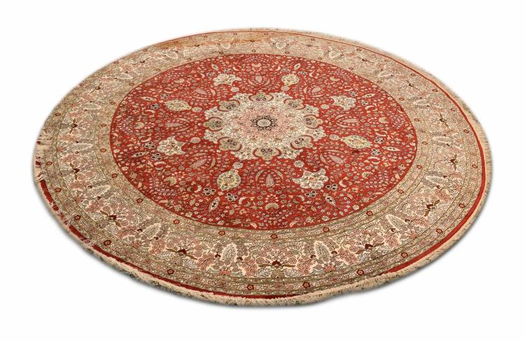 HAND WOVEN PERSIAN DESIGN CIRCULAR HALL RUG.