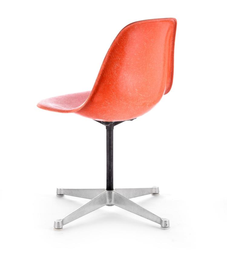 DSR CHAIR BY CHARLES AND RAY EAMES FOR HERMAN MILLER.