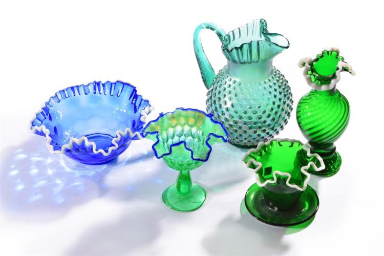 FIVE PIECES OF FENTON RUFFLED GLASS DISHES.