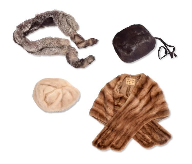 ASSORTMENT OF FUR ACCESSORIES.