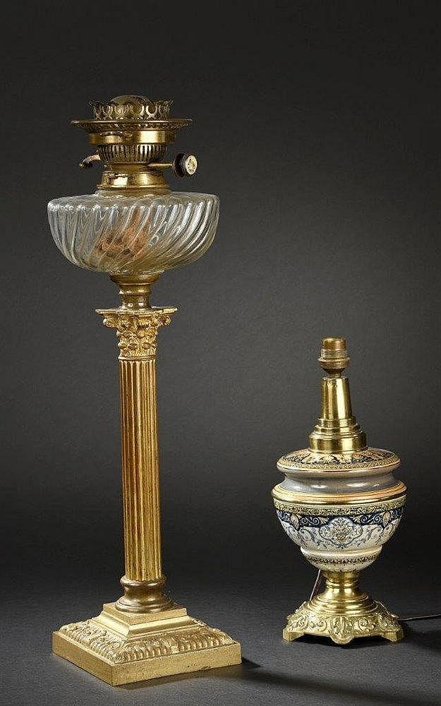 Lampe p trole le pied en bronze dor en colonne chapite for Lampe pied en verre