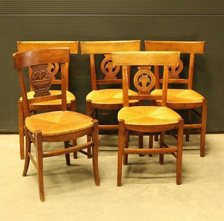 cinq chaises en bois naturel 224 dossier ajour 233 sculpt 233 d un v