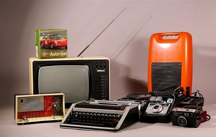 vintage lot comprenant poste radio radiola tourne disqu. Black Bedroom Furniture Sets. Home Design Ideas
