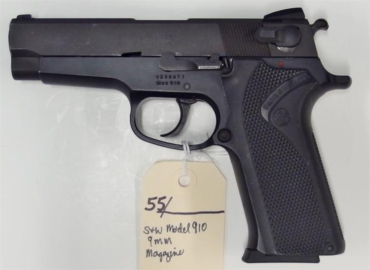 SMITH & WESSON Model 910 9mm Semi-Auto Pistol