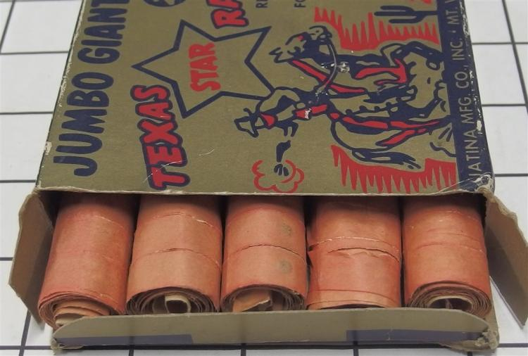 """Lot 7: Toy Gun Paper Caps – TEXAS STAR RANGER, Repeating Rolls, 4"""" Box with Contents"""