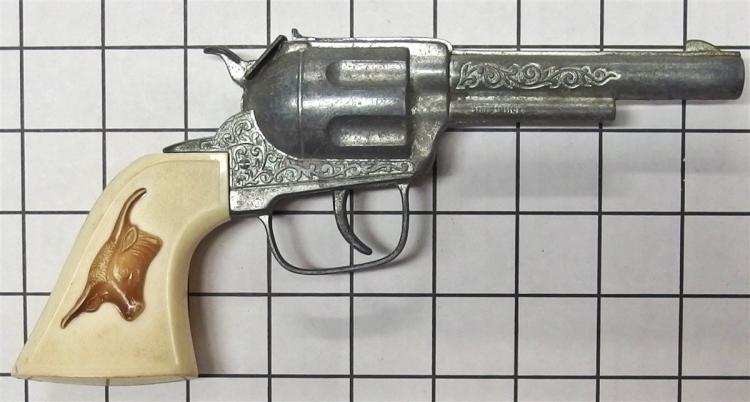 "Lot 16: Toy Cap Gun – HUBLEY, Brown & White Steer Head Grips, 9"""