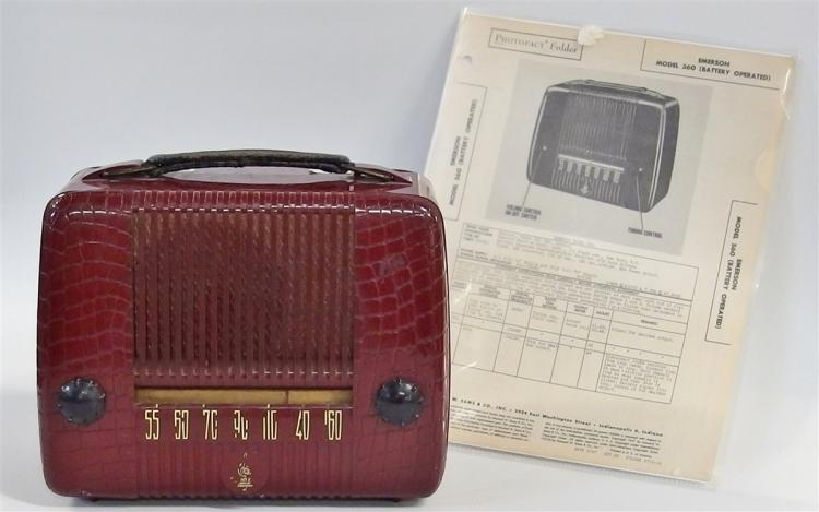 Radio – 1947 Emerson Model 560 Portable Radio (Battery Operated)