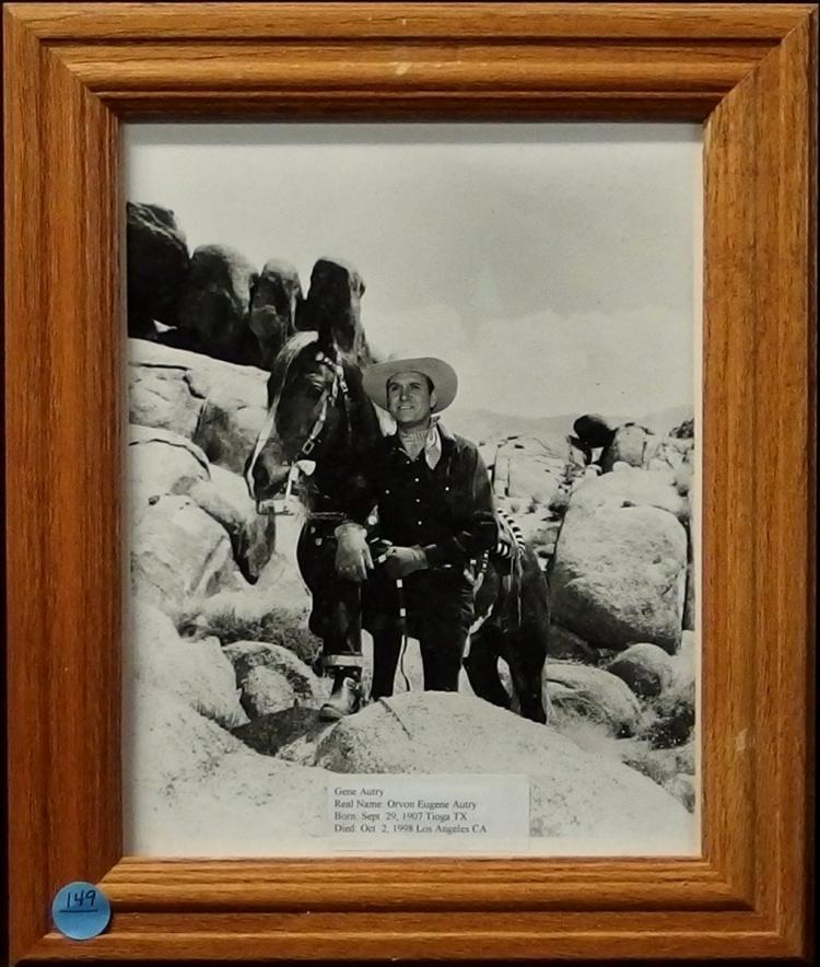 Western Movie Star Photo - GENE AUTRY, 8x10 B&W Glossy, Oak Frame