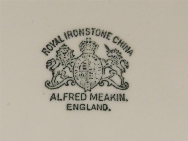 Lot 26: Chamber Pot with Lid by Royal Ironstone Alfred Meakin England