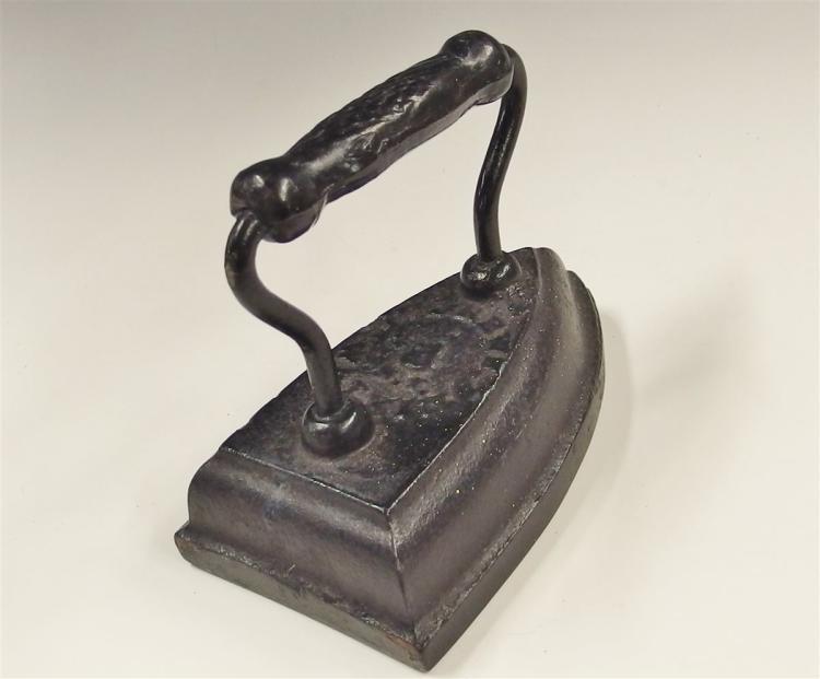 Lot 29: Antique Cast Iron Sad Iron #8