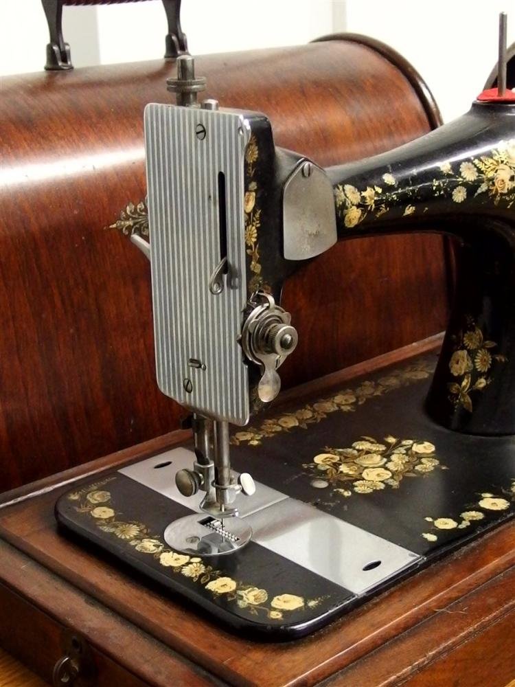Lot 32: 1889 Oak Singer Portable Hand Crank Sewing Machine