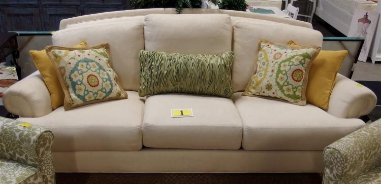 Ethan Allen Traditional Sofa  with 5 Decorator Pillow, 7ft L