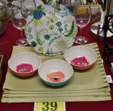 Lot 39: Lot of 13 – 4 Kirkland Pleated Placemats, 9pc. Assorted Acrylic Dinnerware