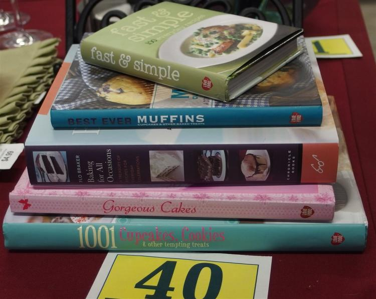 Lot 40: Lot of 5 Cookbooks – Baking, Cakes, Muffins, Cupcakes, 100 Everyday Recipes