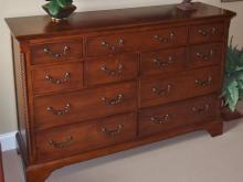 Lot 91: Liberty Furniture Ind. 9-Drawer Dresser with Spiral Columns, Mahogany Finish, 40H x 62L