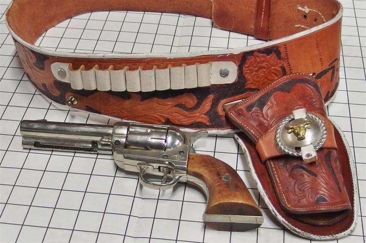 "1950's Peacemaker Six Shooter Toy Cap Gun BKA98 Spain 11"", Adult-size Leather Holster"