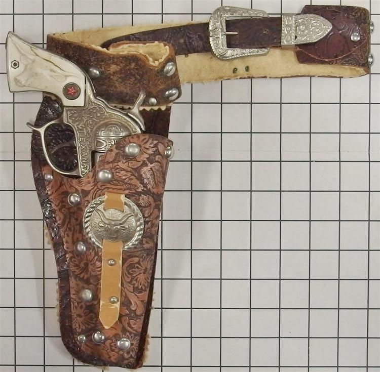 "1940 Hubley TEXAN Cast Iron Repeater Toy Cap Gun, Steer Head Grips, 9""L, Leather Holster"