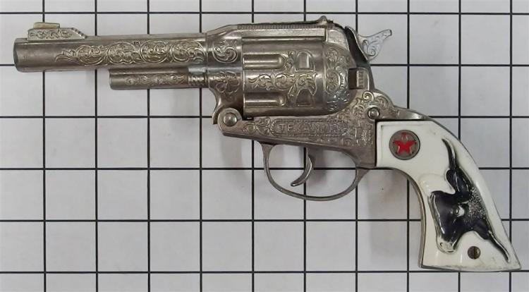 "1960 Hubley TEXAN JR. Large Toy Cap Gun, Steer Head Grips, 10""L"