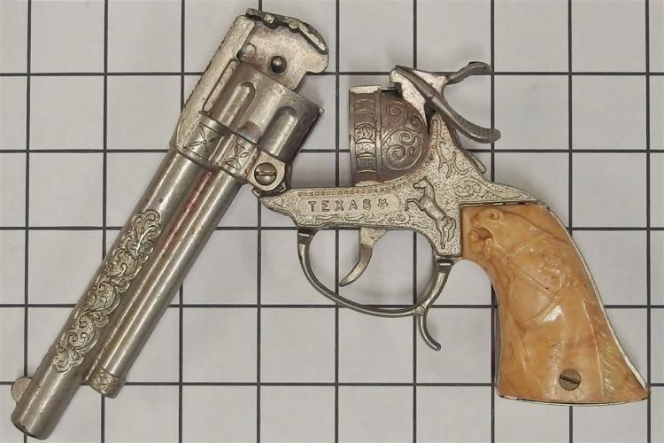 "Lot 146: 1955 Leslie-Henry TEXAS Repeater Toy Cap Gun, Tan Horse Head Grips, 9"""