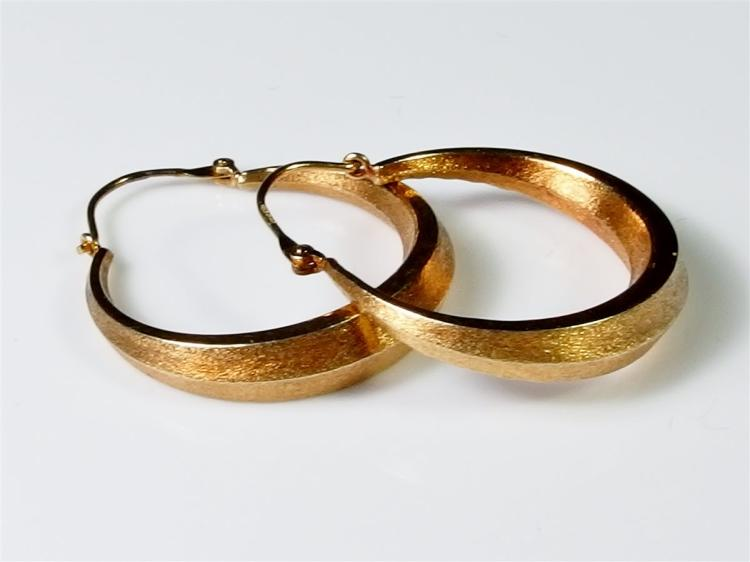 "Lot 12: 14K Gold Diamond Cut Hoop Earrings, 1"". 3g"