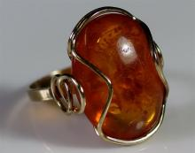 Lot 22: 8K Gold Amber Ring, Size 7
