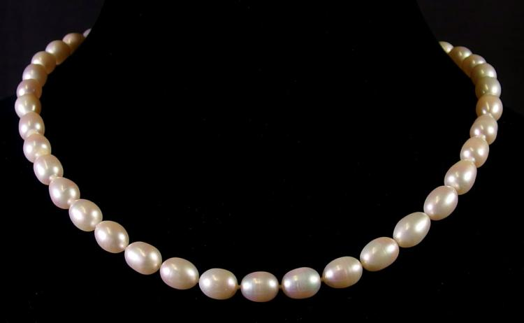 Lot 25: 14K Gold Pearl Necklace, 20""
