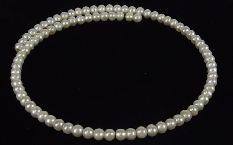 Lot 138: Pearl Choker Necklace, 15""