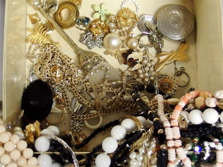 Lot 173: Vintage Jewelry in Tin Container