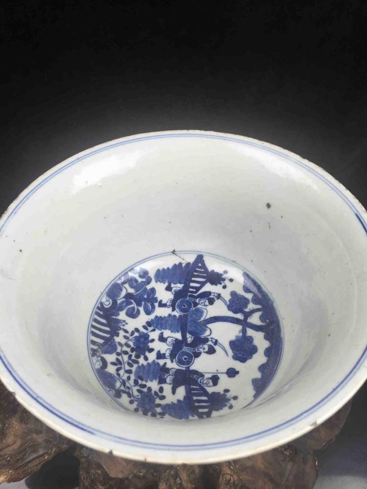 Fine Chinese Porcelain Blue & White Jar