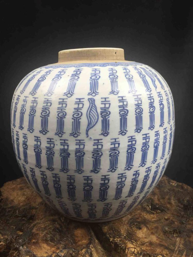 Fine Chinese Porcelain Blue & White Vase