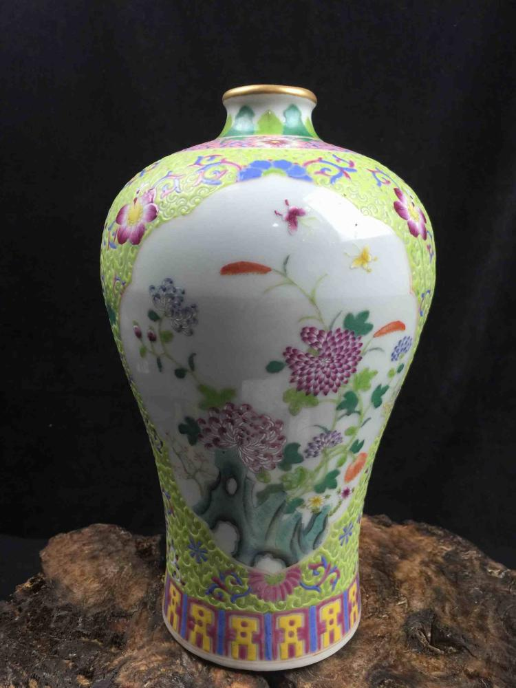 Chinese Famille Rose Poecelain Vase