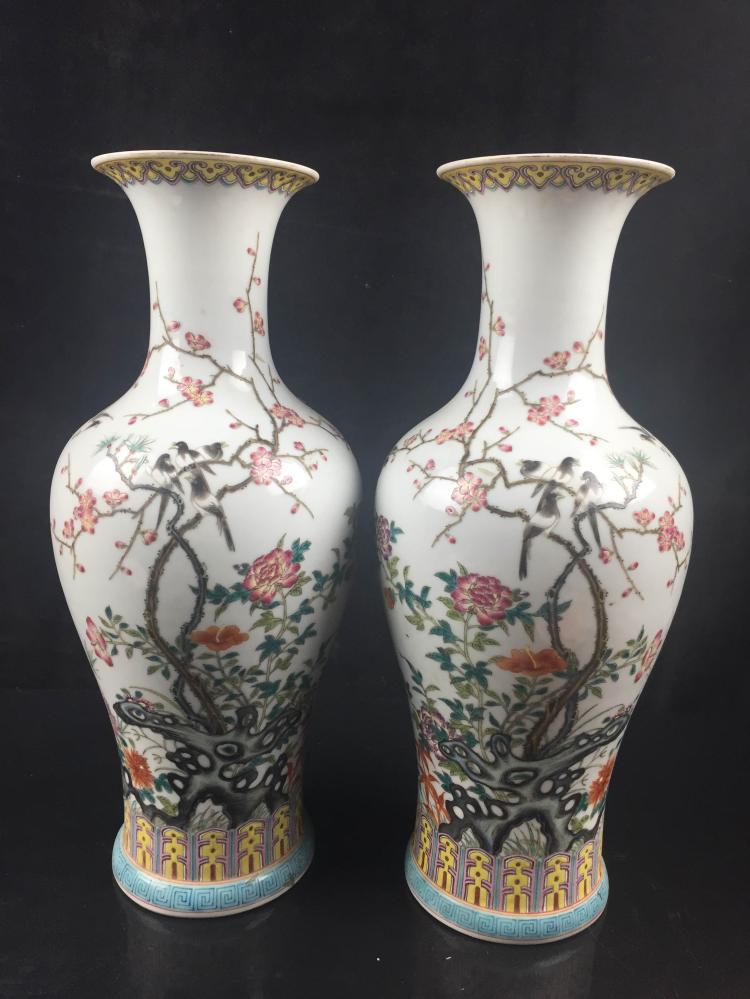 A Pair od Chinese Famille Rose Porcelain Jar