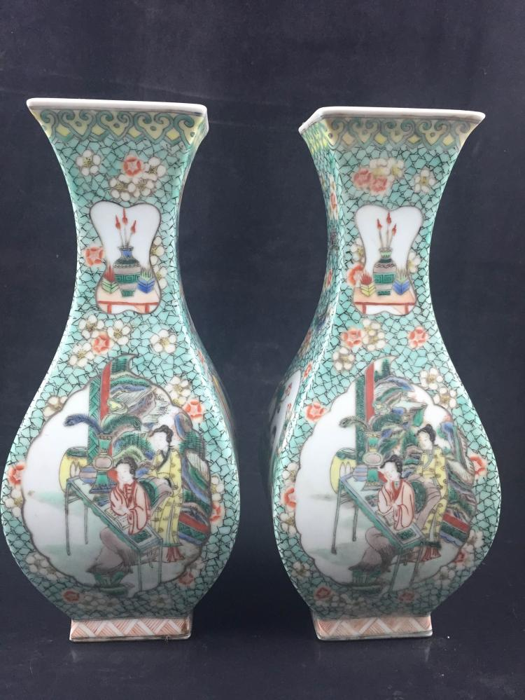 A Pair of Chinese Famille Rose Porcelain Jar