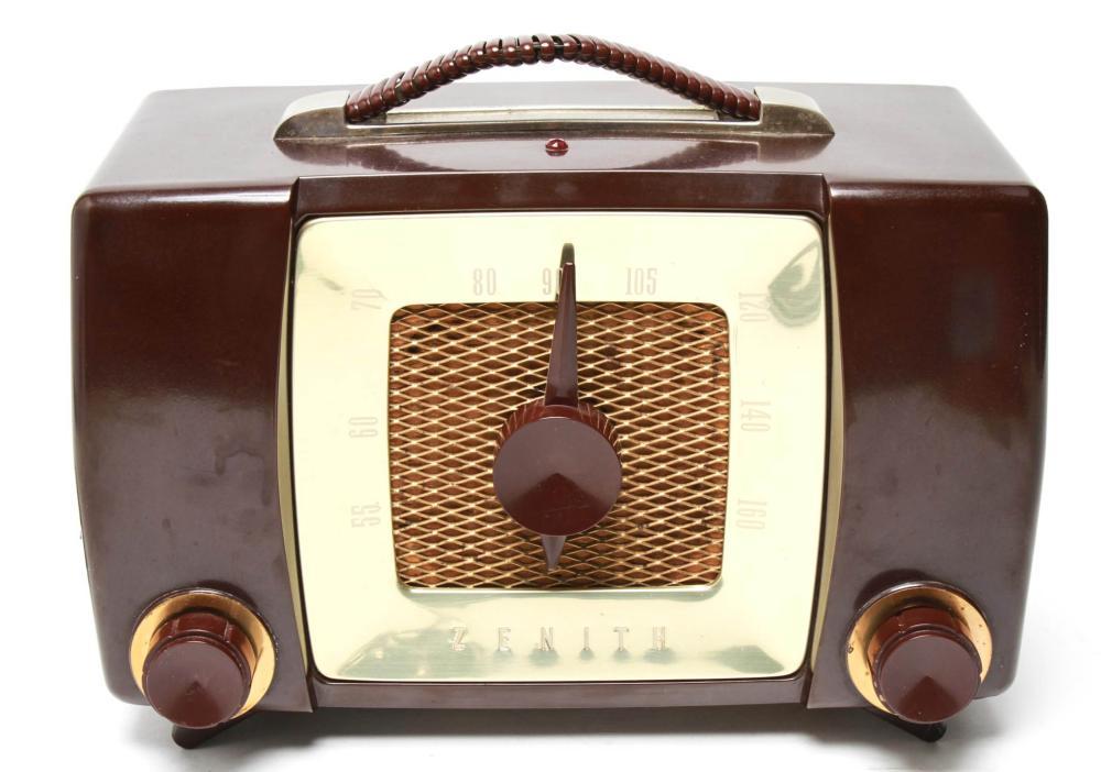 Mid-Century Zenith Bakelite Radio Model H-615 1951