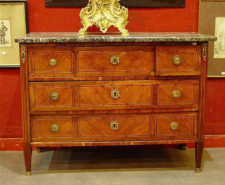 Commode en bois de placage ouvrant trois tiroirs - Commode trois tiroirs ...