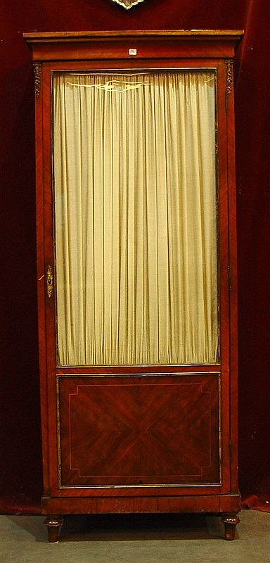 Vitrine une porte en bois de placage for Placage bois porte interieure