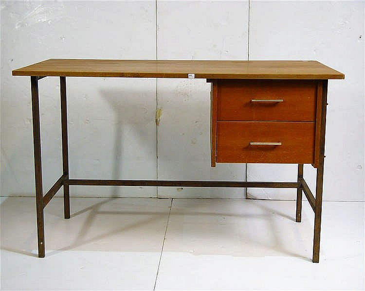 D 39 apr s pierre paulin bureau pi tement en m tal laqu noir for Pietement table metal