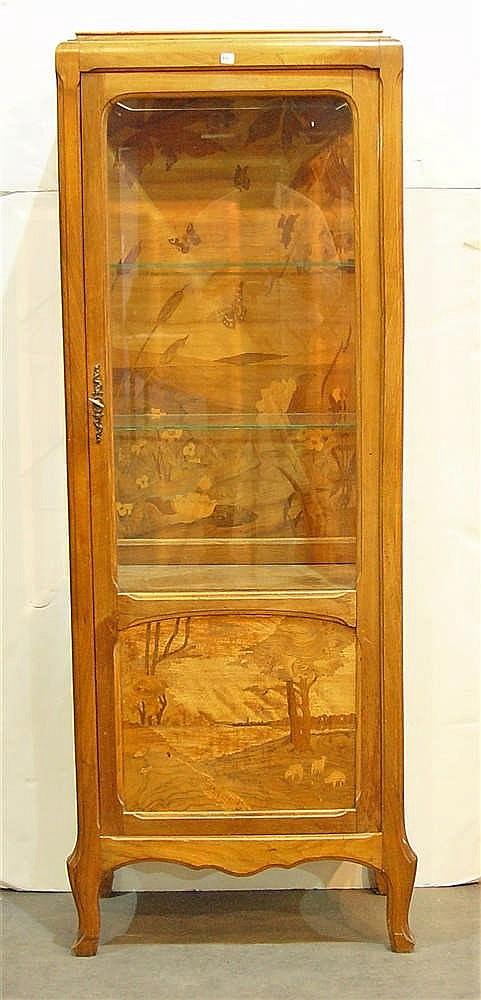 Vitrine une porte en bois de placage marquet de papillons for Placage bois porte interieure