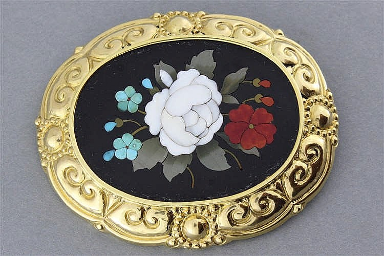 broche en or orn e d 39 un motif en microc ramique stylisant un. Black Bedroom Furniture Sets. Home Design Ideas