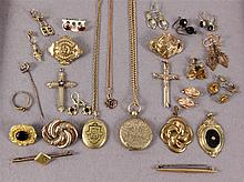 A LOT OF 25 ANTIQUE JEWELLERY ITEMS
