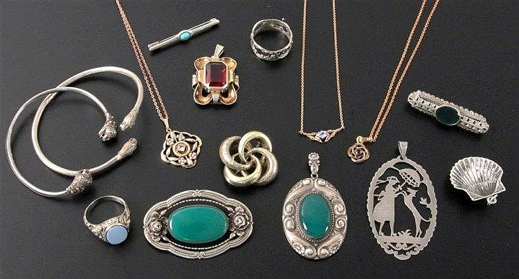 A LOT OF 15 OLD SILVER JEWELLERY ITEMS some