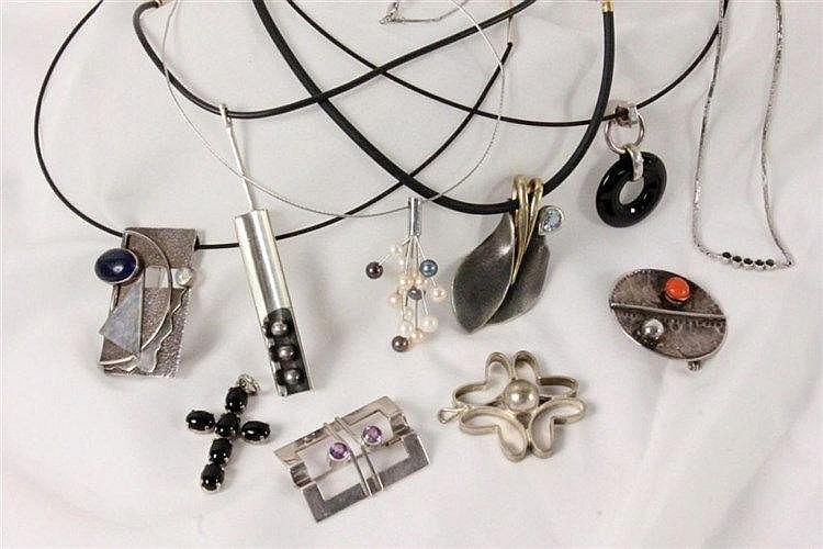 A LOT OF 10 DESIGNER JEWELLERY ITEMS