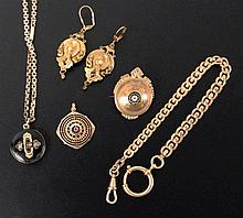 A LOT OF 5 OLD JEWELLERY ITEMS ca. 1900